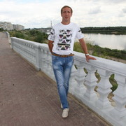 veroy-sotnikovoy-golaya-foto